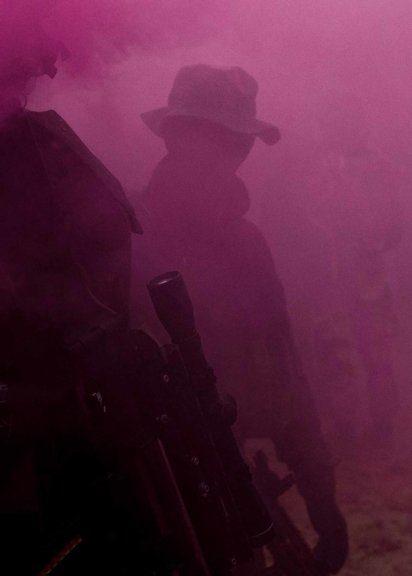 Pink Tactical Smoke, aus der Serie: Men Don't Play von Simon Lehner