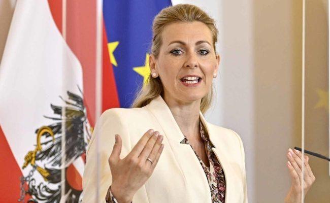 Familienministerin Aschbacher, Bundesministerin für Arbeit, Familie und Jugend