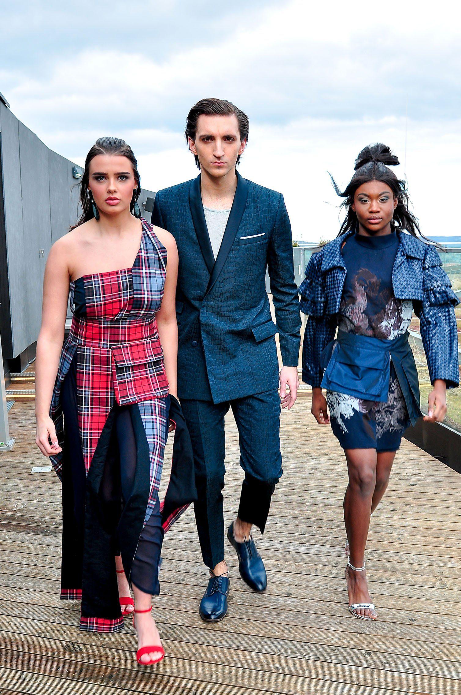 Models in Mode gekleidet von Studenten der Modeschule Michelbeuern