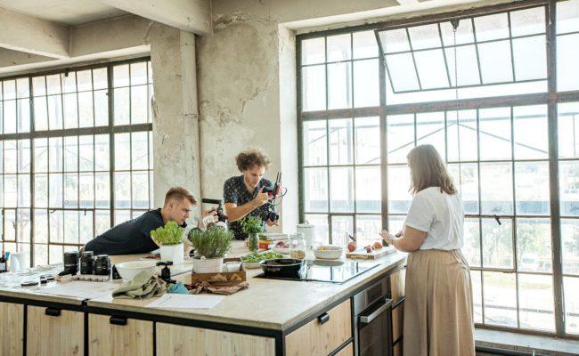 Making of einer Videoserie mit Mara Hohla und MarkenStern Moves Team für Elektra Bregenz