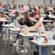Beim Aufnahmetest an einer Medizin-Uni in Wien mussten Bewerber Mund-Nasen-Schutz tragen