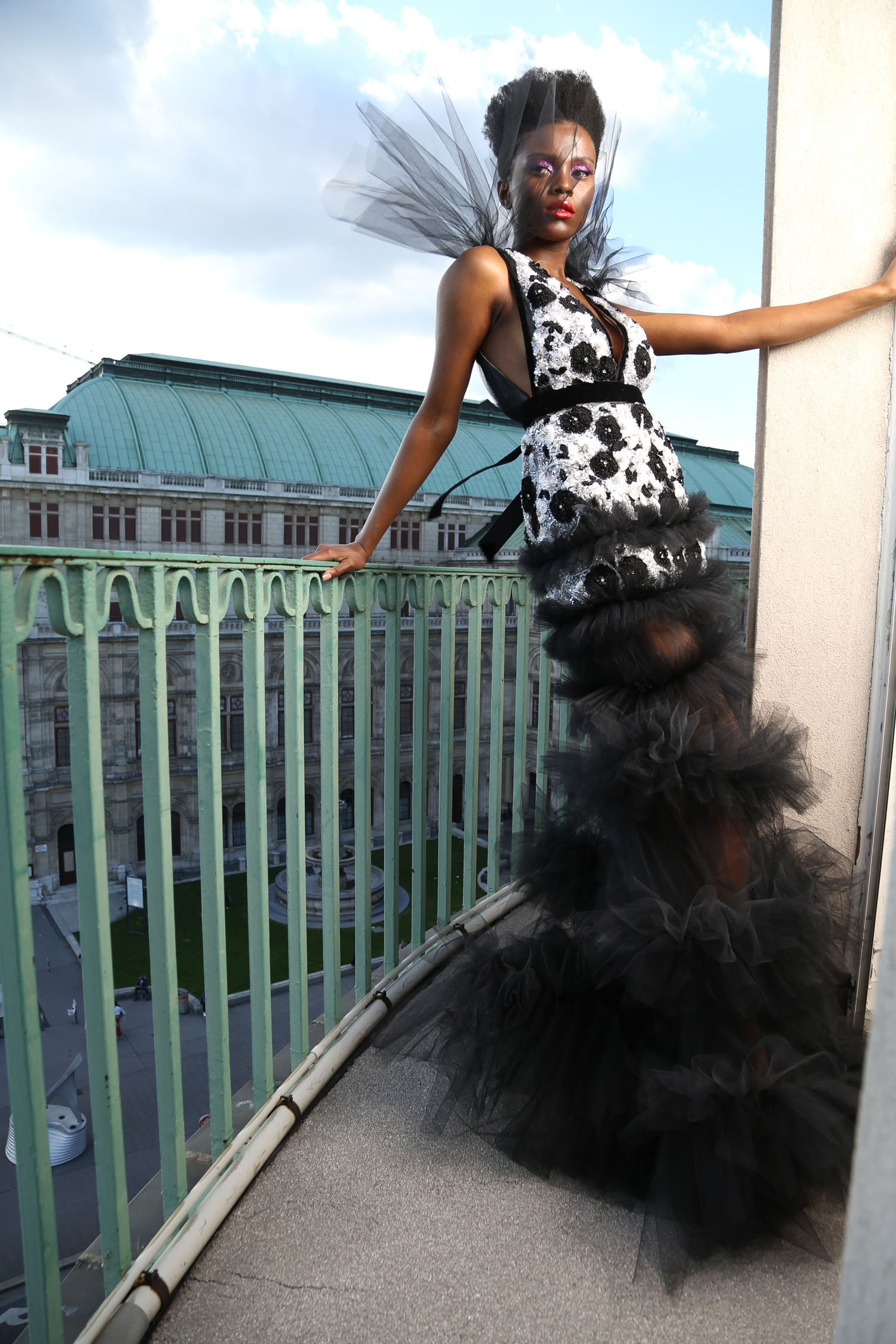 Niko Niko Design Fashion Model Edithe Suele im Hotel Bristol