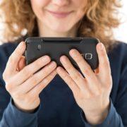 Videochats und Online Shopping werden von Smartphone Usern vermehrt mit mobilen Endgeräten genutzt