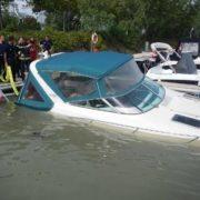 Boot im Yachthafen Marina Wien vor dem Untergang bewahrt