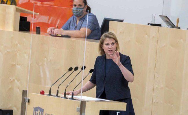 Beate Meinl-Reisinger von den Neos im Rahmen einer Sondersitzung des Nationalrates