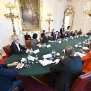 Gespräch mit Hilfsorganisationen im Bundeskanzleramt zum Thema Altenpflege und Isolation