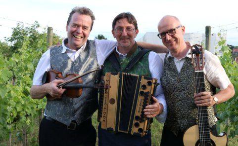 Das Trio Trio Gluatmugl spielt und singt mit Freude kostbare Kleinodien
