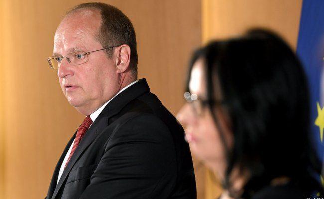 Bundestheater-Geschätsführer Christian Kircher und Staatssekretärin Andrea Mayer