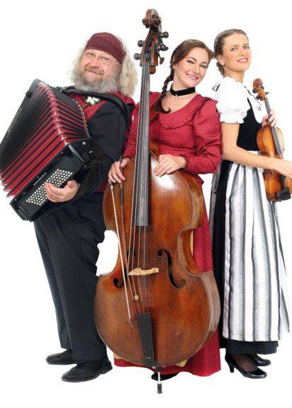 Wiener Kabinett Orchester spielt beim Heurigen Schübl-Auer in Nußdorf