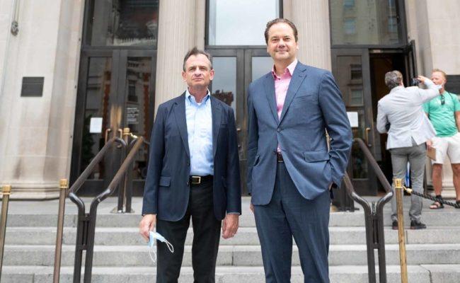 Daniel H. Weiss, President and CEO und Direktor Max Hollein (rechts) begrüßten die ersten Besucher vor der Met