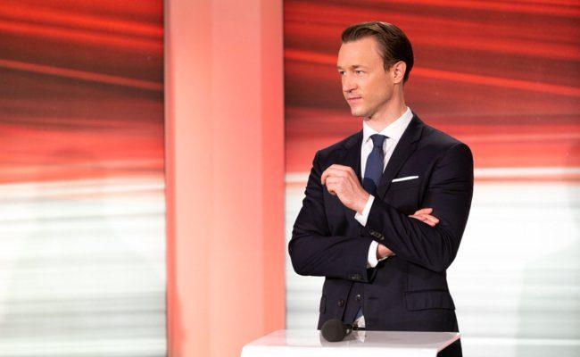 Gernot Blümel (ÖVP) steht Rede und Antwort nach der Wahl