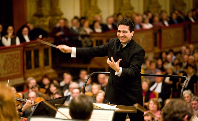 Andres Orozco-Estrada am Dirigentenpult im Wiener Musikverein