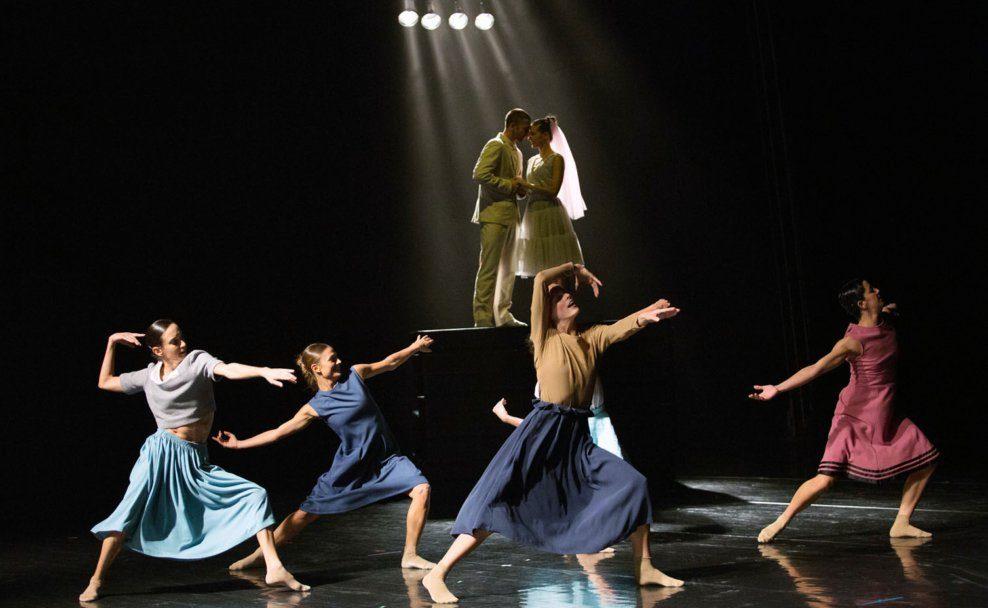 """Giulio Pighini als Masetto und Serena Vinzio als Zerlina in """"Don Juan"""" des schwedischen Choreografen Johan Inger im Festspielhaus St. Pölten"""