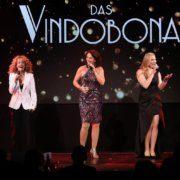 Sandra Pires, Maya Hakvoort und Nazide Aylin auf der Bühne des Vindobona