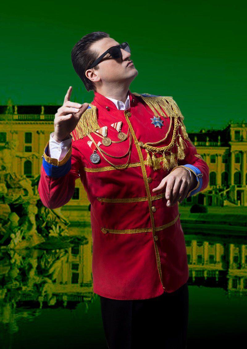 "Nik Raspotnik verkörpert ""Falco"" in der Musik Comedy ""Falco - Rock me again"" von Werner Rohrhofer"