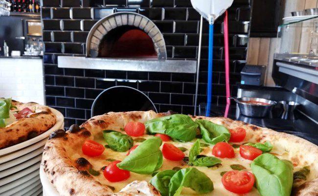 """Die Pizza im """"Il Basilico am Gau§platz kommt aus dem Holzofen"""
