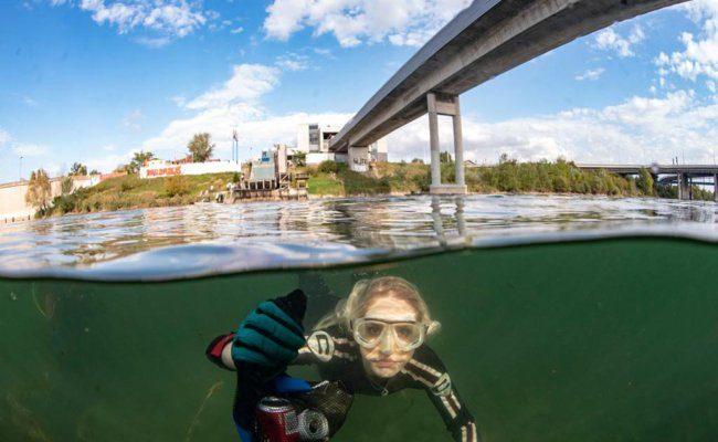 Beatrice Körmer taucht in die Donau ab