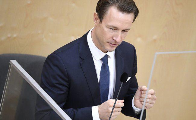 Finanzminister Blümel gibt Budget bekannt