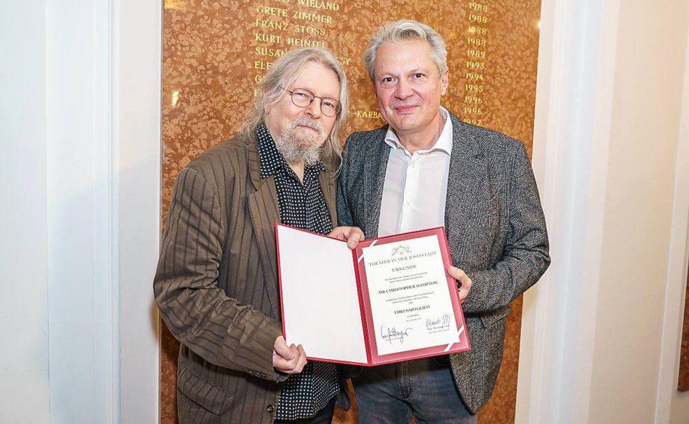 Theater in der Josefstadt ernennt Christopher Hampton zum Ehrenmitglied