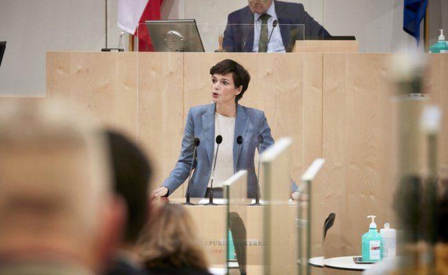 Am Rednerpult Klubobfrau Pamela Rendi-Wagner (SPÖ)