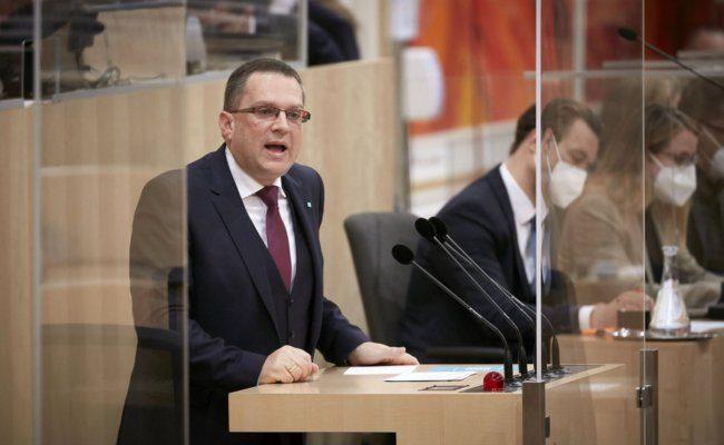 Am Rednerpult Klubobmann August Wöginger (ÖVP)