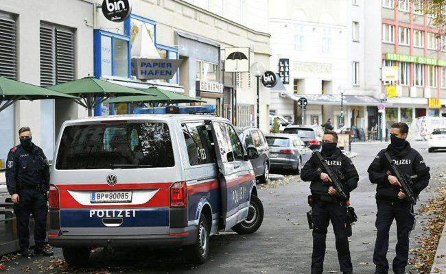 Bereitschaftspolizei am Tag nach dem Attentat in Wien am Tatort