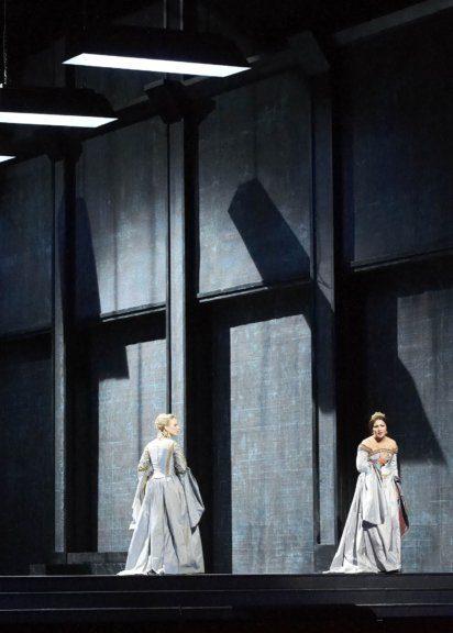 Anna Netrebko und Elina Garanca in der Oper Anna Bolena an der Wiener Staatsoper