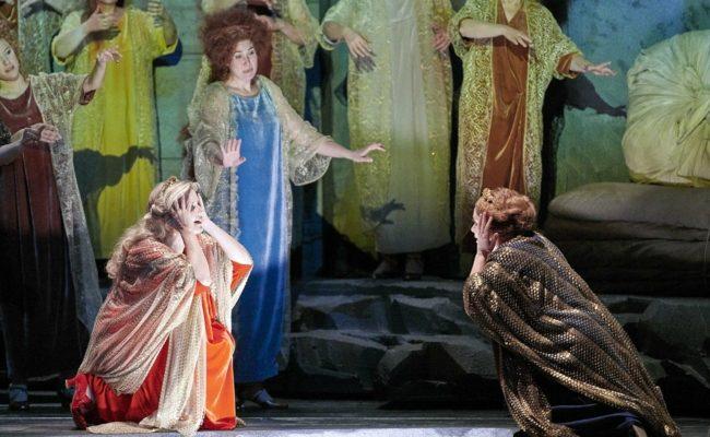"""Camilla Nylund und Nina Stemme in der Oper """"Die Frau ohne Schatten"""""""