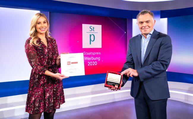 Debra Austria Obmann Rainer Riedl nimmt Staatspreis Werbung 2020 entgegen