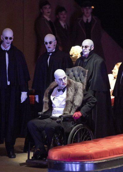 Luca Pisaroni in der Oper Les Contes D'Hoffmann an der Wiener Staatsoper