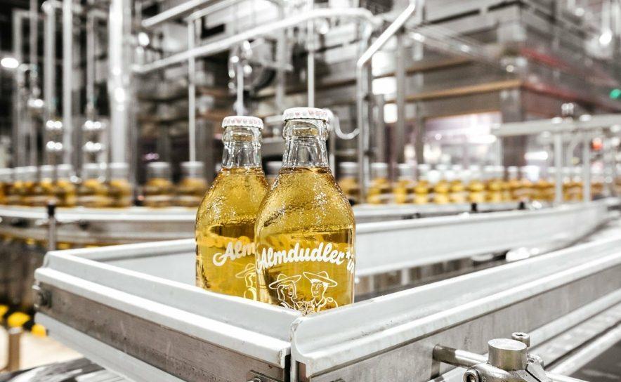 Almdudler Limonade mit dezentem Zeichen für mehr Diversity