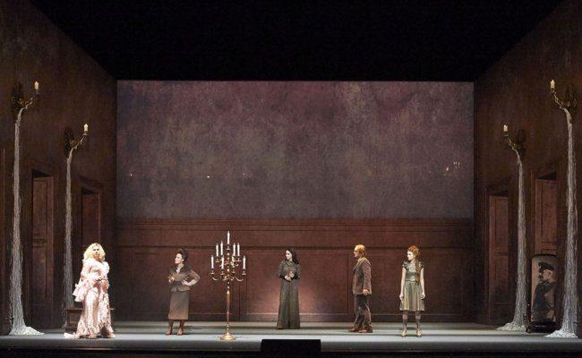 Szene aus der Oper Tri Sestri an der Wiener Staatsoper als Streaming