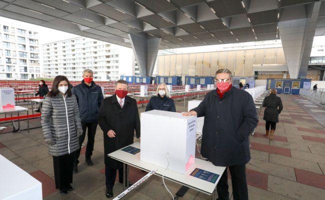 Covid-19 Teststra§e am Bruno-Kreisky-Platz eröffnet