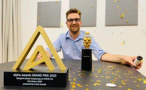 CCA-Geschäftsführer Reinhard Schwarzinger nimmt Alpha Awards Grand Prix 2020 entgegen