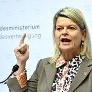 Verteidigungsministerin Tanner (ÖVP) hakt in der Causa Eurofighter nach