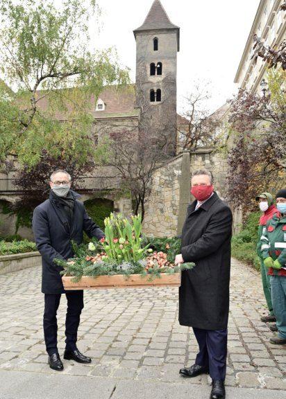 Tulpenzwiebel-Pflanzung mit dem niederländischen Botschafter Giervel
