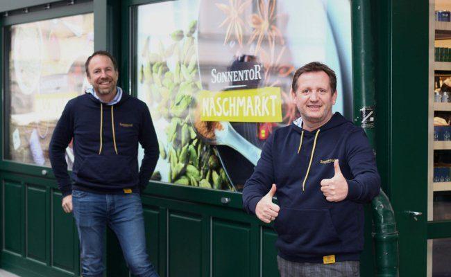 Berndt Kienmeyer und Oskar Klapal am Naschmarkt