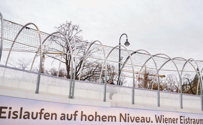 Eislaufen auf hohem Niveau am Rathausplatz