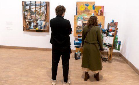 Museumsbesucher in der Albertina Modern in Wien