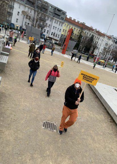 """Bodydays-Inhaber """"Gerdschi"""" Gerhard Laister bei der Demo"""