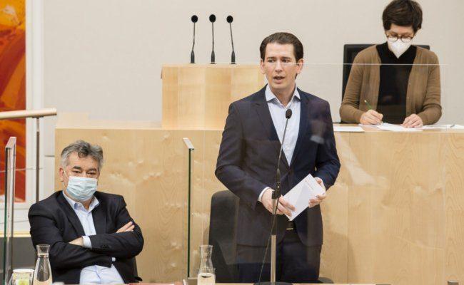 Bundeskanzler Sebastian Kurz (ÖVP), Vizekanzler Werner Kogler (Grüne)